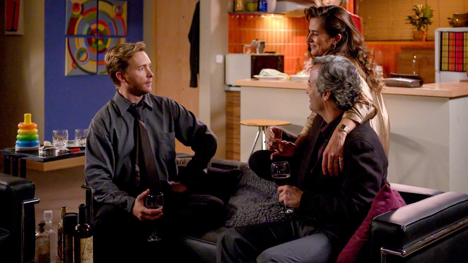 Marta piensa que Toni y Deborah son 'swingers'