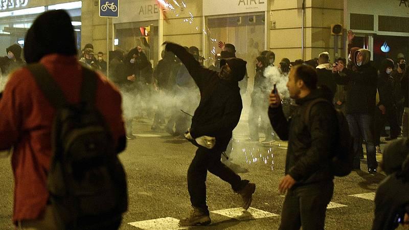 Altercados entre manifestantes y policía en varias ciudades de Cataluña por la detención de Hasel