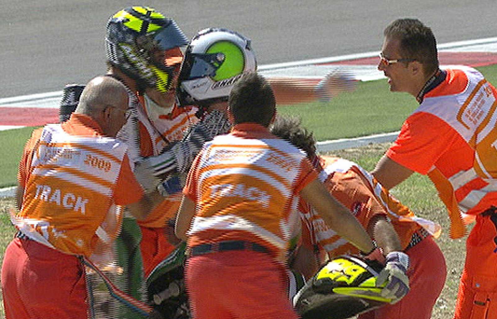 Iannone ha caído y se ha llevado por delante a Pol Espargaró.