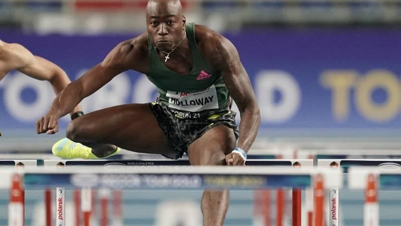 Grant Holloway sigue al frente de los 60m vallas