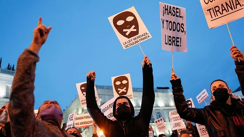 Tensión en la manifestación en Madrid en apoyo al rapero Pablo Hasel