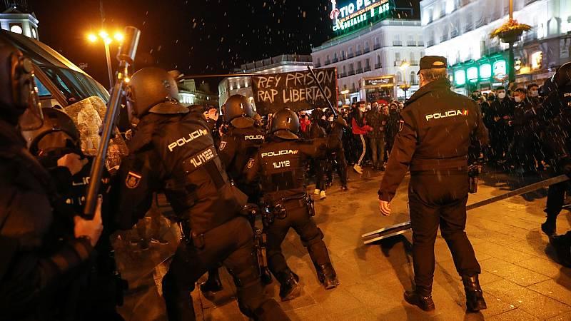 La Policía carga contra asistentes en la concentración en Madrid en apoyo a Pablo Hasel