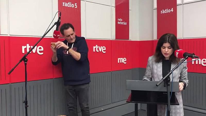 Ficción sonora de 'La pequeña cerillera' con Javier Hernández y Cristina Hermoso de Mendoza  - Ver ahora