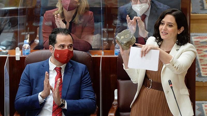 """Ayuso carga contra Pablo Hasél y Serra responde defendiendo la """"libertad de expresión"""""""