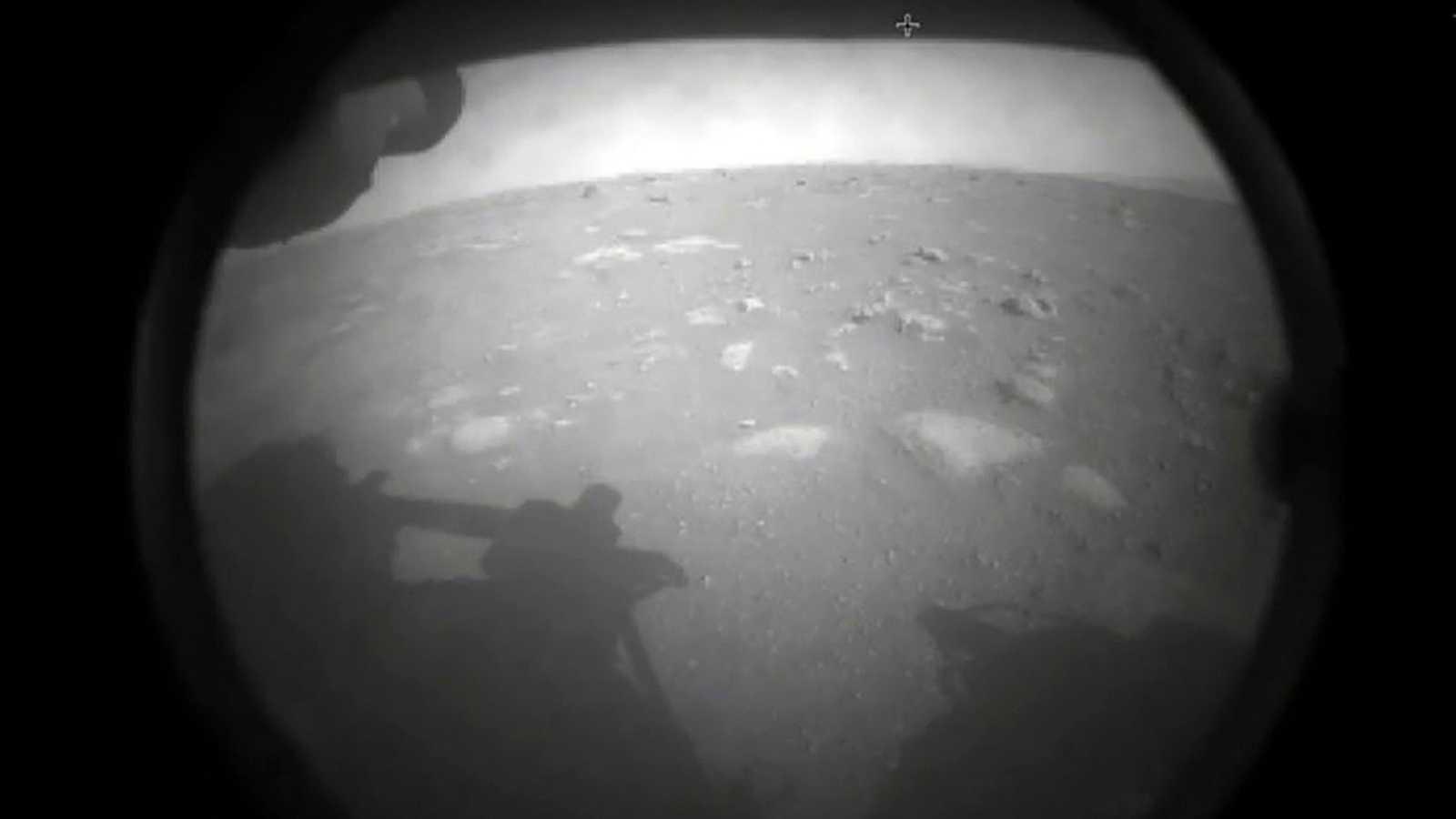 El rover Perseverance ya ha mandado los primeros sonidos e imágenes del planeta rojo tras las primeras horas en Marte