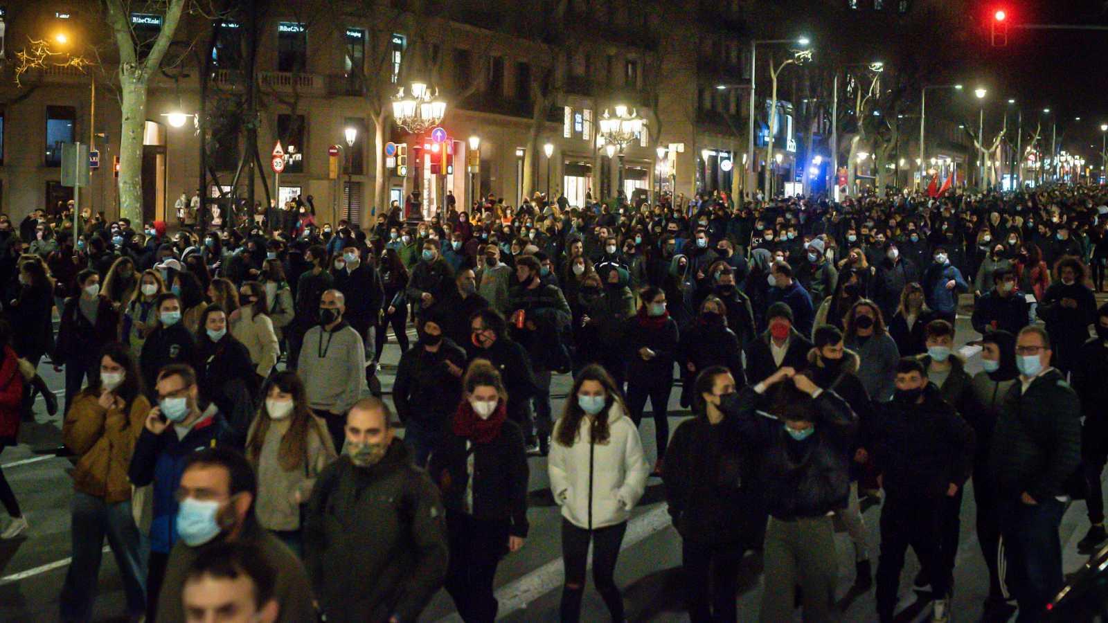 El diputado de Compromís Carles Esteve denuncia que un policía le golpeó estando en actitud pacífica