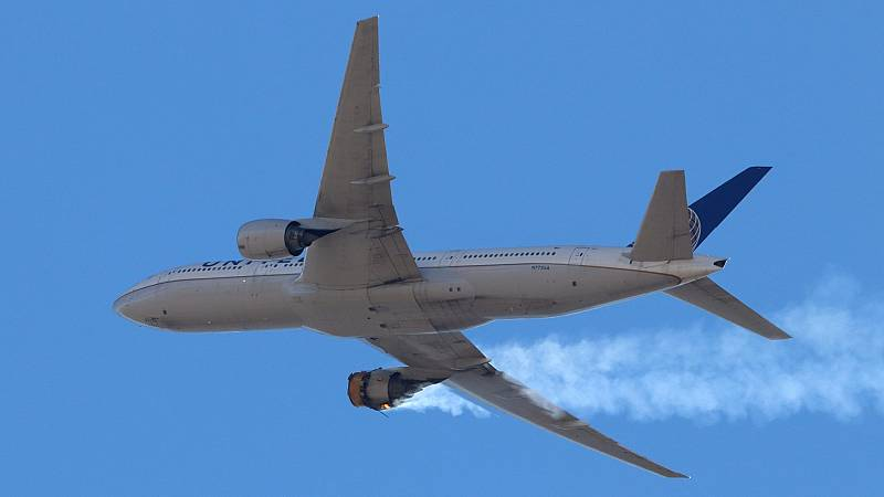 Un avión regresa de emergencia al aeropuerto de Denver tras perder partes del motor en pleno vuelo