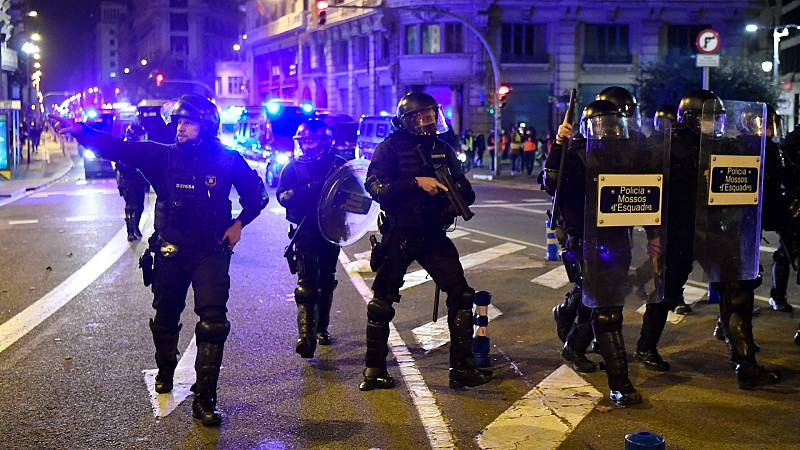 Los disturbios en las protestas por Pablo Hasel complican las negociaciones para formar gobierno en Cataluña