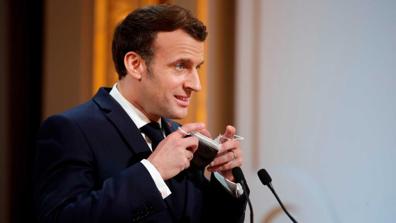 Macron pide ayuda a dos youtubers franceses para concienciar a los jóvenes del riesgo del coronavirus