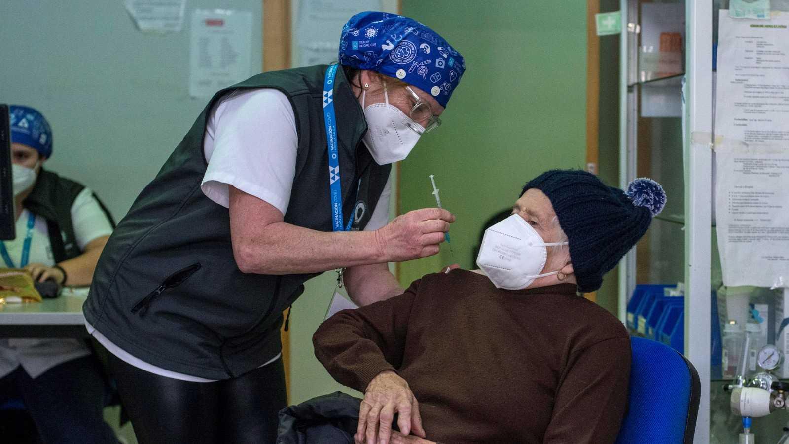 La vacunación de los mayores de 80 años avanza en más comunidades autónomas