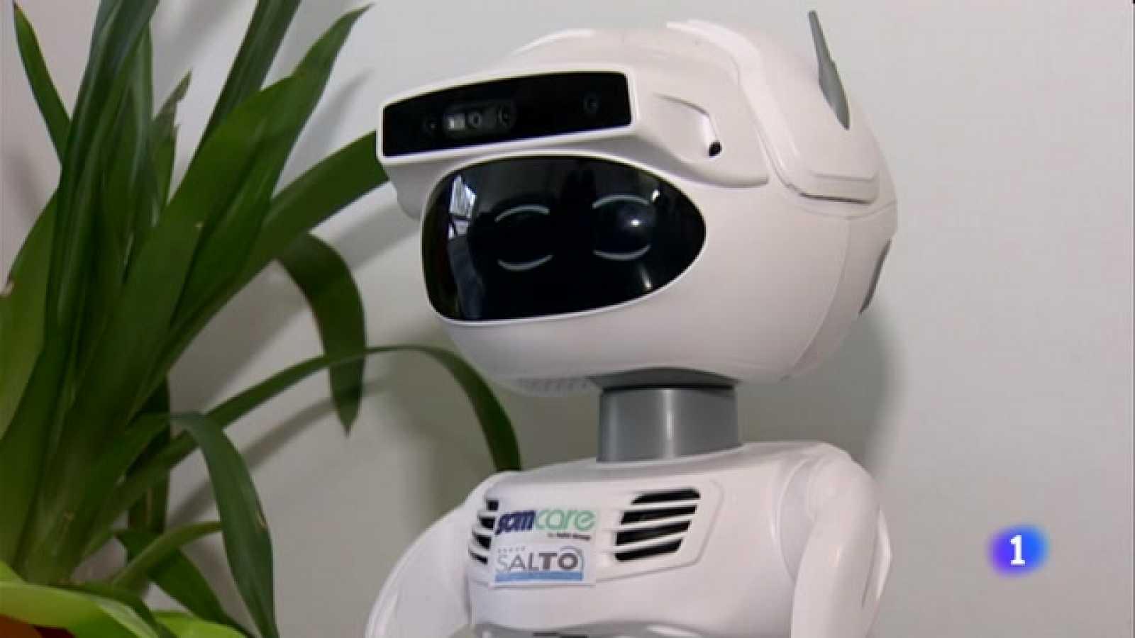 Mig centenar d'avis barcelonins provaran el robot social ARI durant el 2021