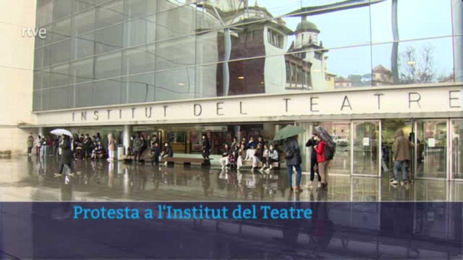 Els alumnes de l'Institut del Teatre es manifesten en suport a les denunciants d'abusos al centre