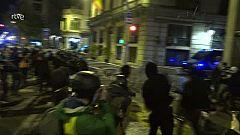 Llançaments i algun contenidor cremat en la setena jornada de manifestacions a Barcelona