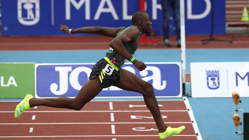 Grant Holloway iguala la mejor marca del año en la semifinal de los 60m vallas en Madrid
