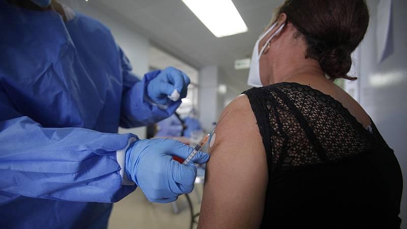 """Darias reafirma que """"la vacuna no es obligatoria en España"""""""