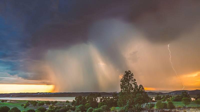 Lluvias fuertes en el extremo occidental de Andalucía y el Estrecho - Ver ahora