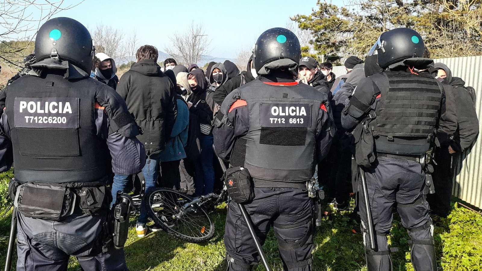 Manifestantes a favor de Hasel cortan la AP-7 en Girona
