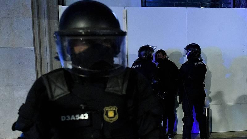 """Un agente de los Mossos de primera línea: """"Cada uno de los violentos tenía una faena asignada"""""""