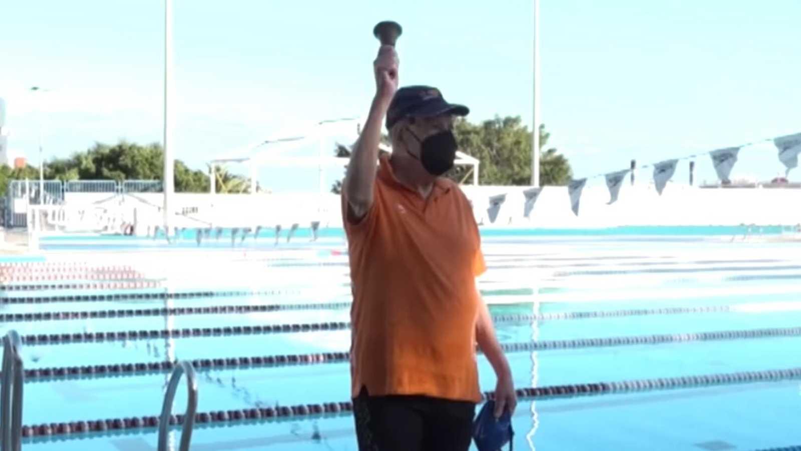 Francisco García, rompe récords en natación a los 95 años