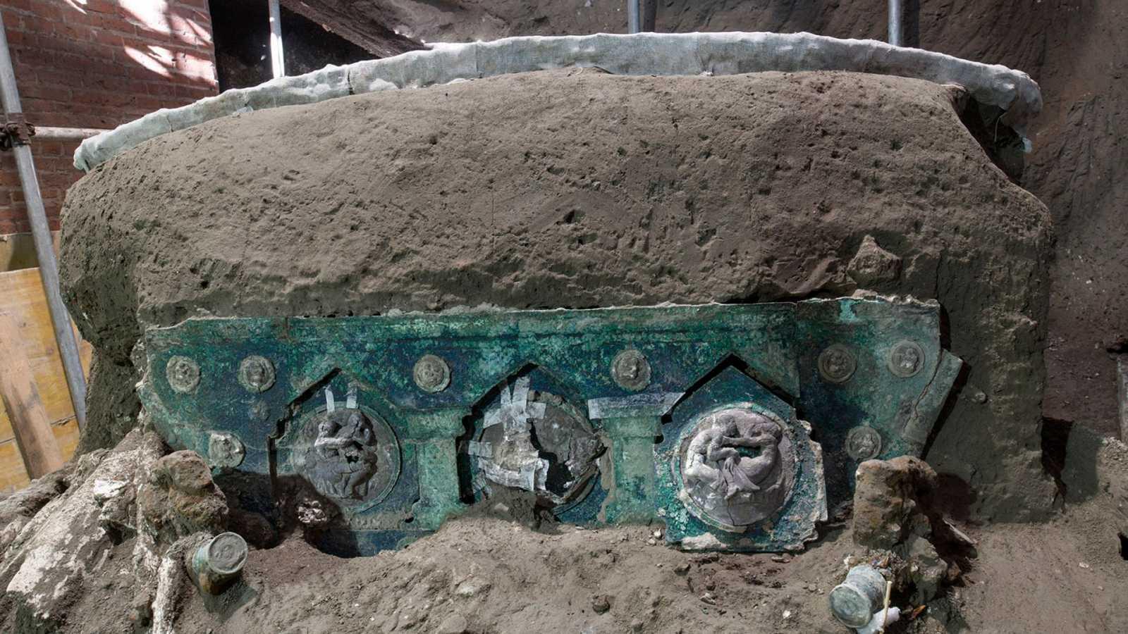 Descubren una gran carroza ceremonial casi intacta en el área arqueológica de Pompeya