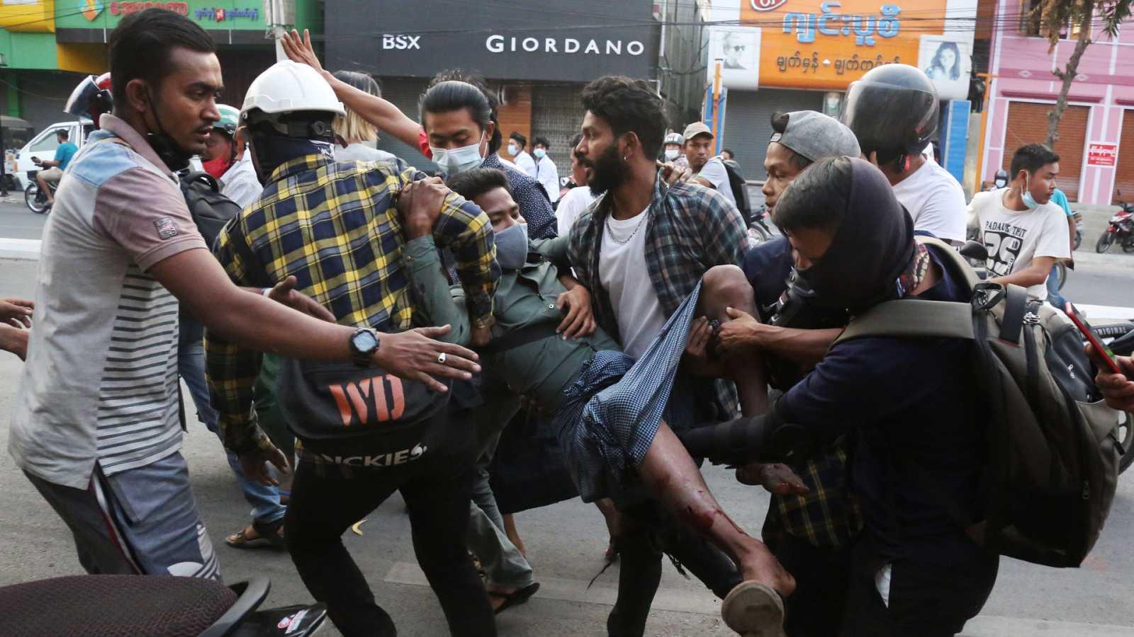 La represión en Birmania deja al menos 18 muertos en el día más sangriento