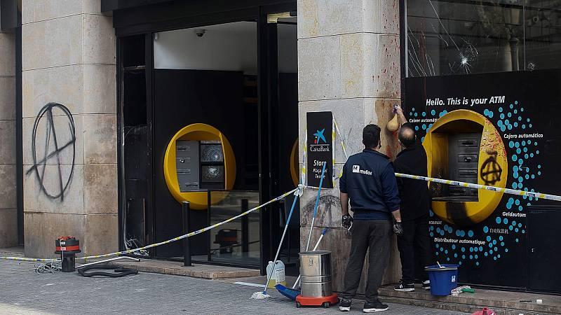 Los políticos condenan la violencia en los disturbios de Cataluña y el PP pide más contundencia a Sánchez