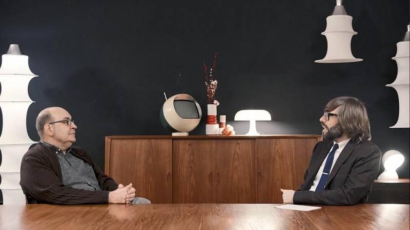 Entrevista d'Òscar Dalmau a Víctor Oliva Pascuet al cinquè capítol d''Helvètica'