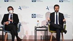 """Casado reivindica el nuevo PP ante Aznar y elogia el """"legado"""" de sus antecesores"""