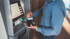 La clausura de oficinas y el descenso del uso del efectivo cierran 1.000 cajeros automáticos