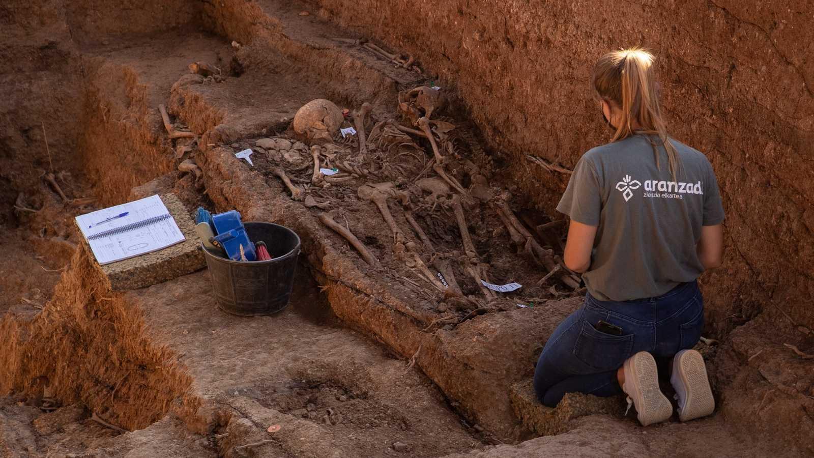 Encuentran los restos de la primera alcaldesa democrática en España, fusilada por los franquistas