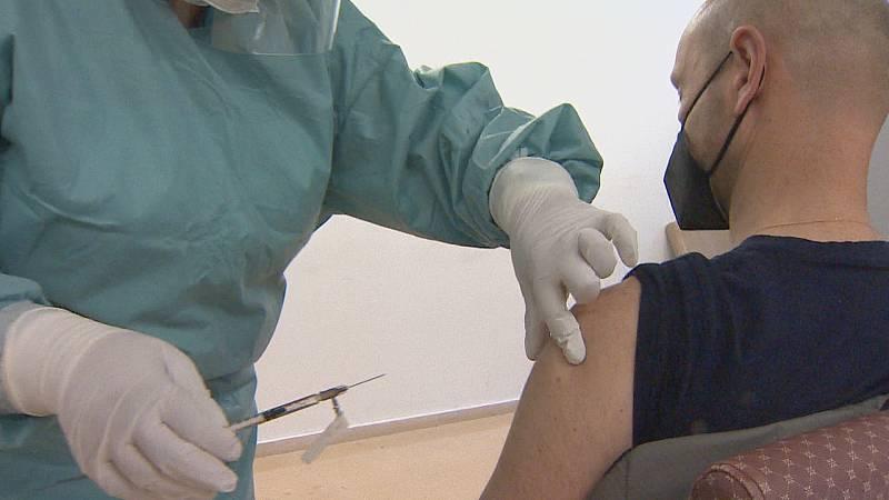 La lenta llegada de vacunas promueve la búsqueda de nuevas estrategias
