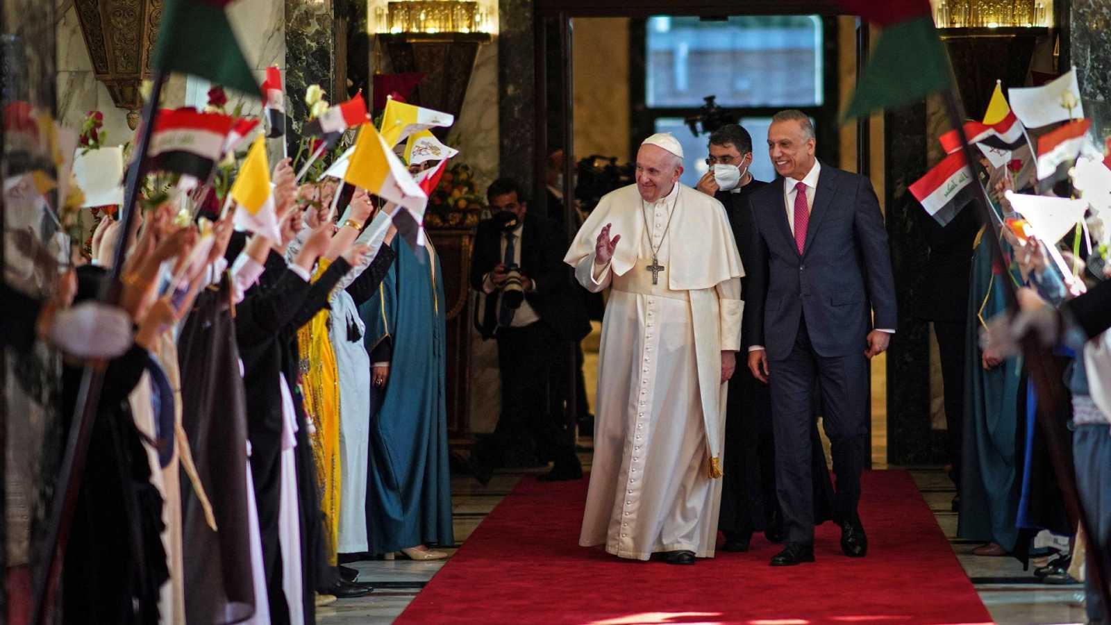 El papa Francisco inicia su visita histórica a Irak