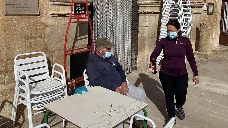 La reapertura de un bar rural contribuye a fijar la población en un municipio de Zaragoza