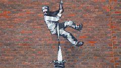 Banksy reaparece en los muros de la antigua cárcel británica de Reading