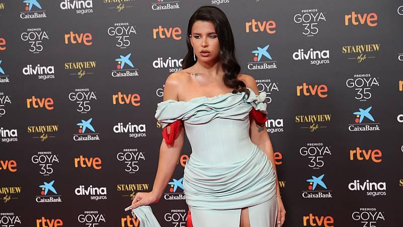 Nathy Peluso en los Goya 2021 con un vestido creado por ella