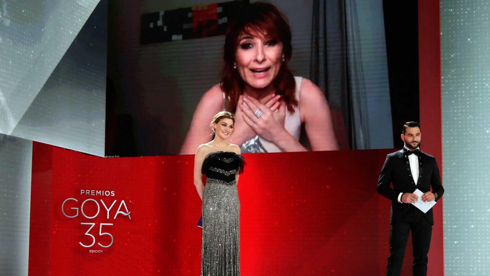 """Nathalie Poza, mejor actriz de reparto, dedica su Goya a """"mi madre. que hace mucho que no la abrazo"""""""
