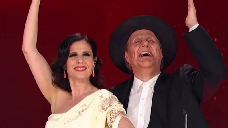 Diana Navarro y Carlos Latre homenajean a Berlanga