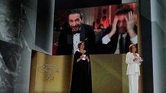 """Salvador Calvo, Goya al Mejor Director, dedica el premio  a todos los Adú: """"El mundo no es nuestro, es de todos"""""""