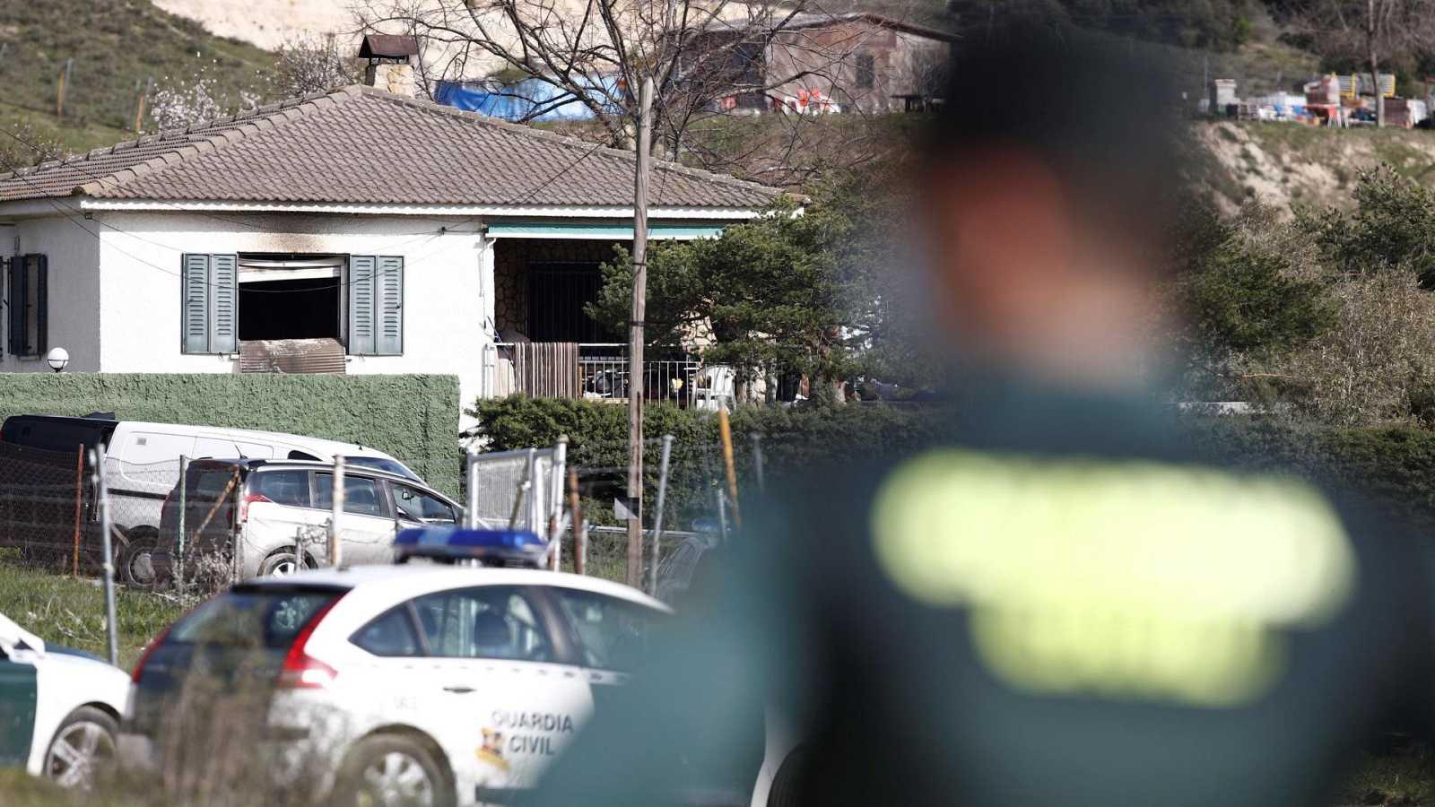 Los tres fallecidos en el incendio de El Molar habrían muerto por arma de fuego