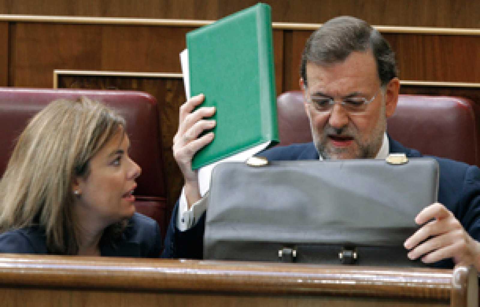 """El líder del PP, Mariano Rajoy, ha criticado el """"falso diagnóstico"""" que el presidente del Gobierno hace la crisis económica y asegura que """"no hay manera de tapar el agujero de las cuentas públicas creado por el Gobierno""""."""