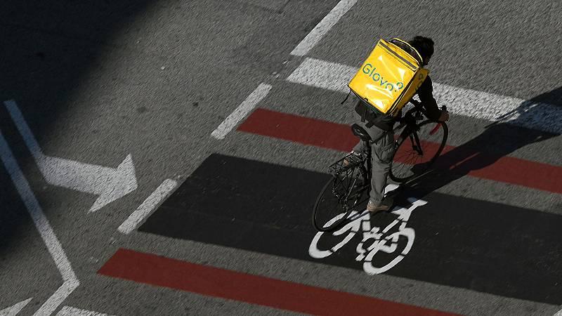 Los 'riders', repartidores entre autónomos y asalariados