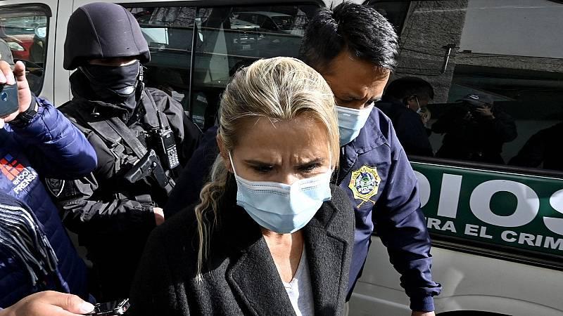 """Detienen por """"sedición y terrorismo"""" a la expresidenta interina de Bolivia Jeanine Áñez"""