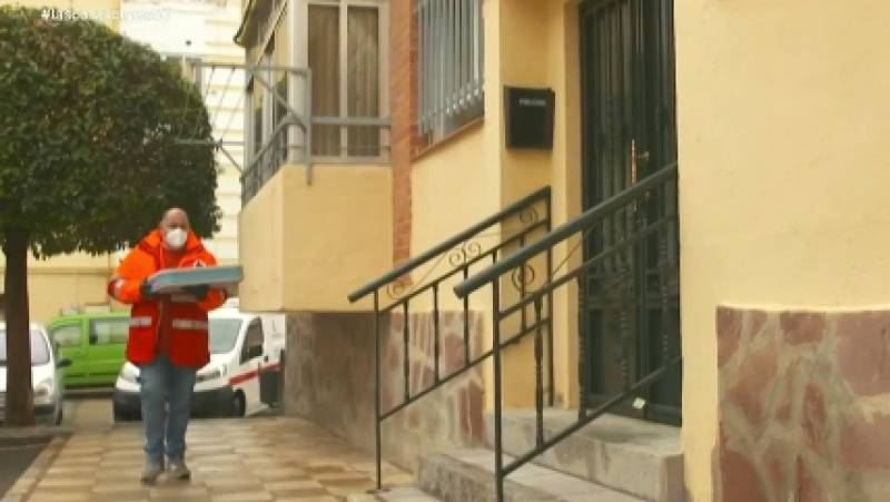 Cruz Roja reparte menús y conversación a domicilio a 66 mayores de Cuenca