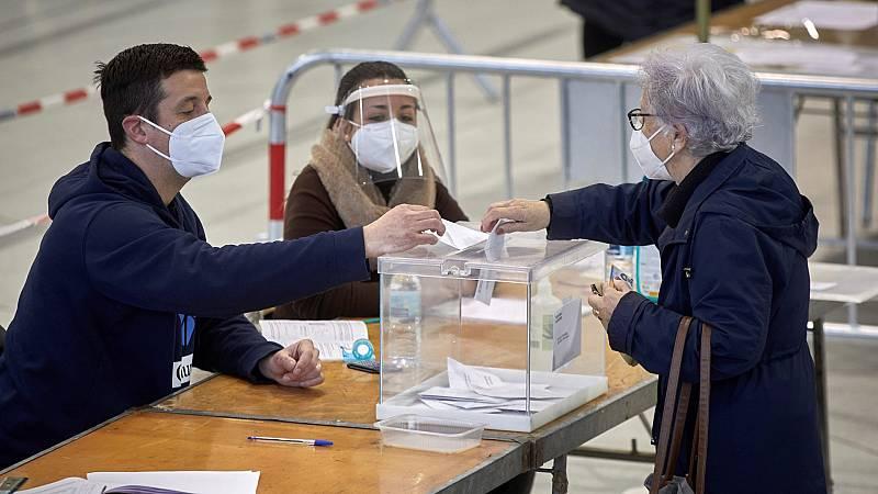 La Comunidad de Madrid pide a los grupos de riesgo frente al coronavirus que voten el 4M de 10 a 12 horas