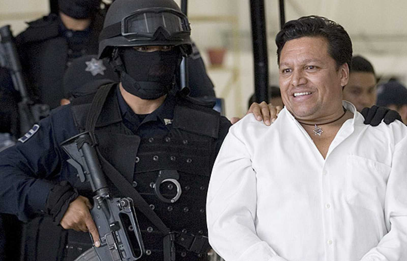 Un ciudadano boliviano llamado Josmar Flores Pereira ha sido detenido como presunto responsable del secuestro en la capital mexicana del avión de Aeroméxico procedente de Cancún, con 104 pasajeros a bordo. (10/09/09)