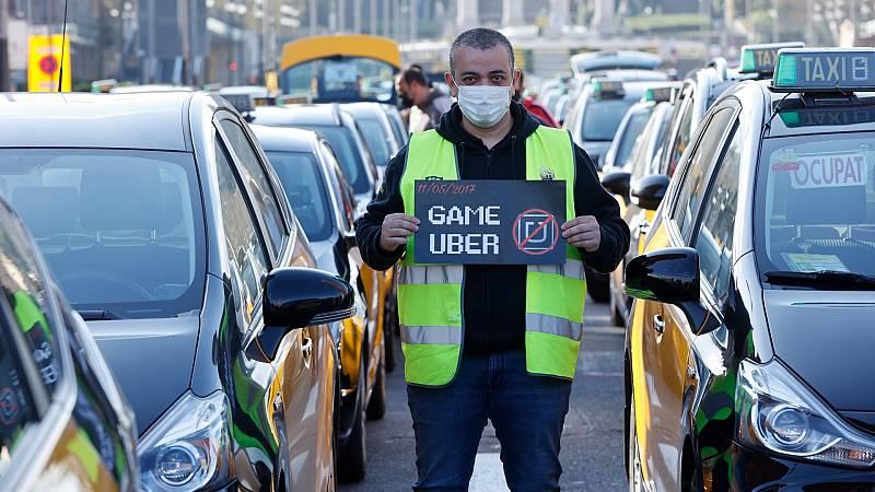 Varios taxistas protestan en Barcelona por el regreso de los VTC de Uber