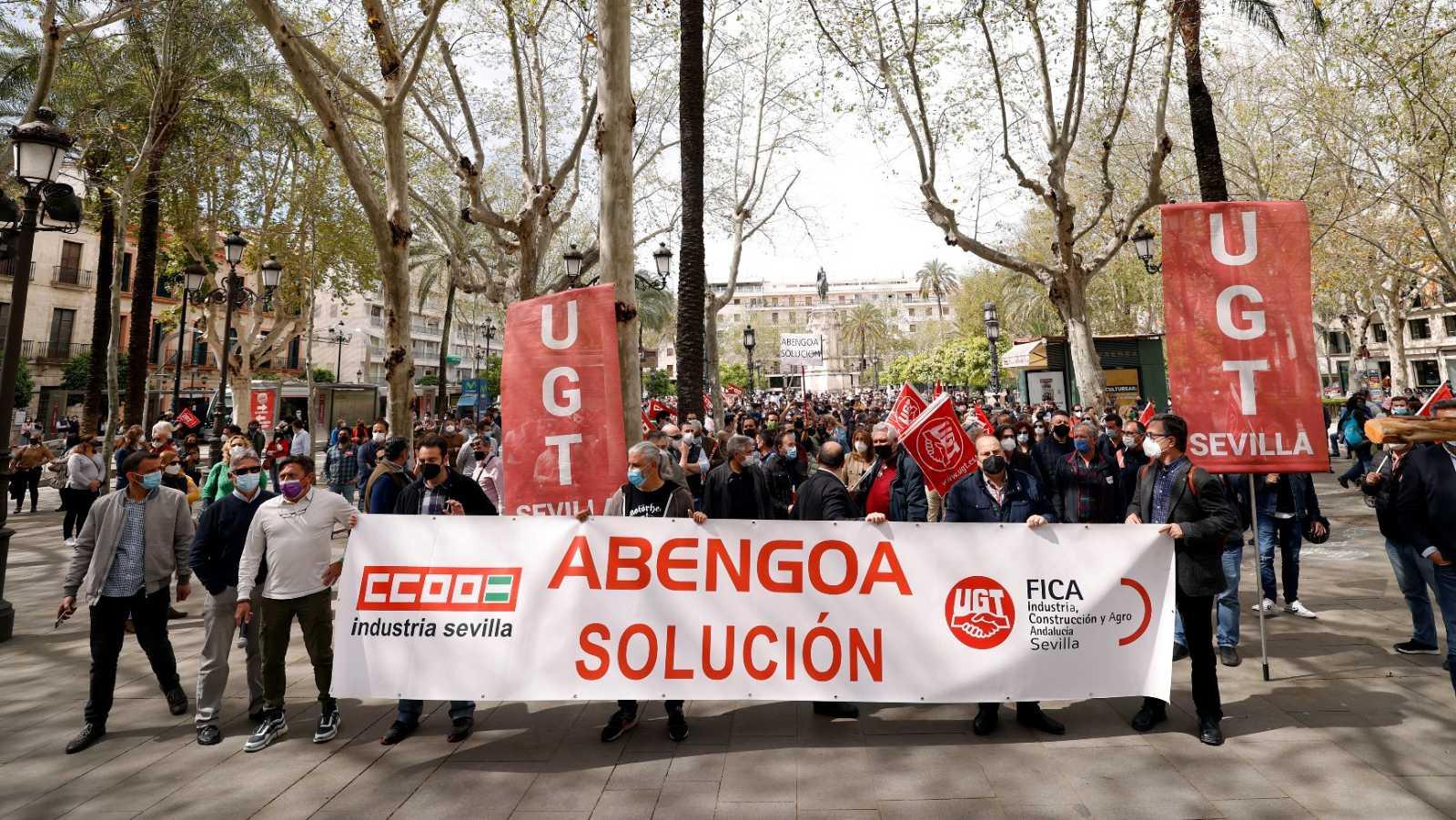Movilización de trabajadores de Abengoa en Sevilla contra posibles despidos ante el concurso voluntario de acreedores