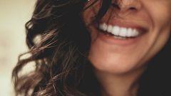 Flash Moda - Cómo la forma de caminar afecta a nuestra sonrisa