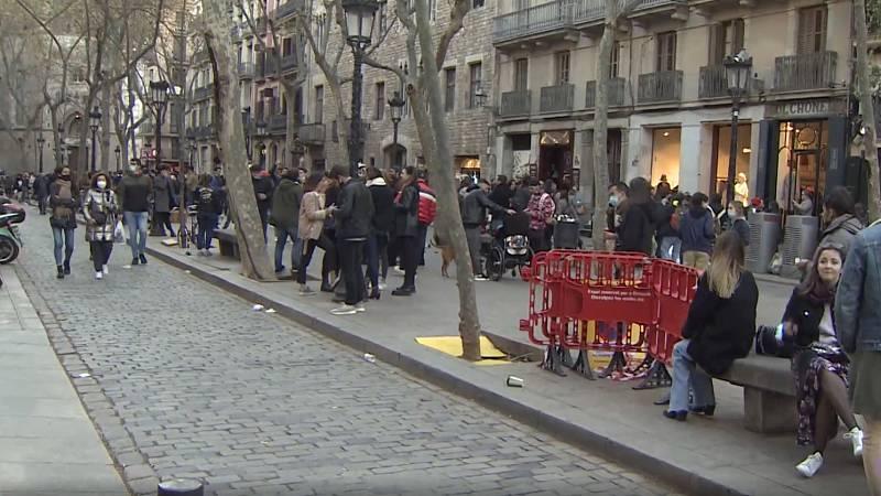 La Policía de Barcelona desaloja la zona del Born por las aglomeraciones