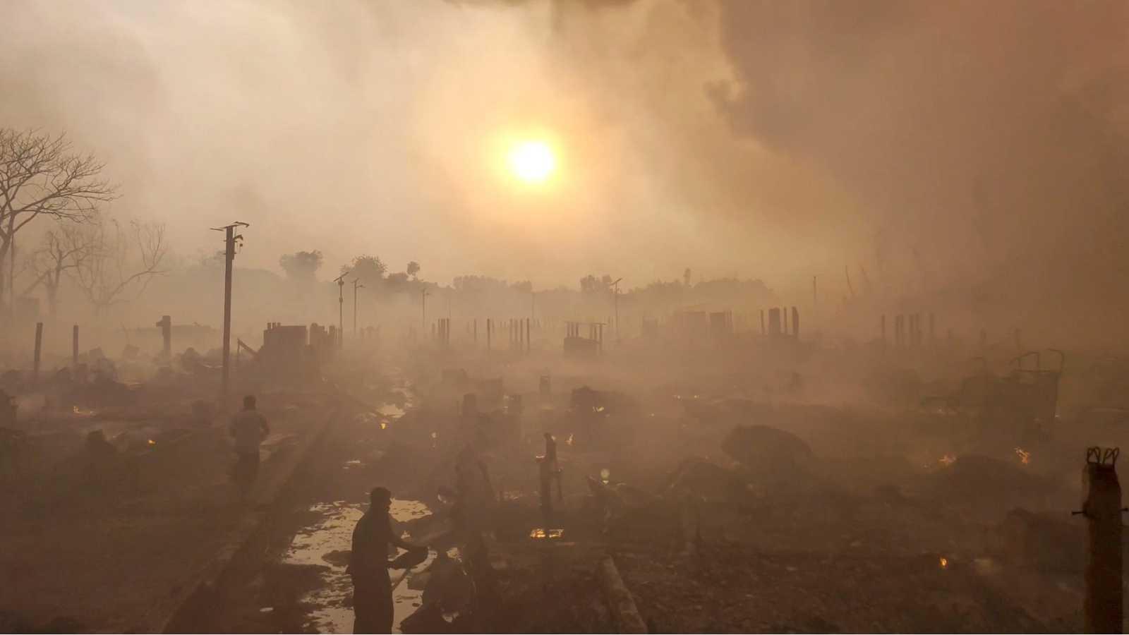 Tragedia en un campo de refugiados rohinyás: un incendio deja 15 muertos y más de 500 heridos